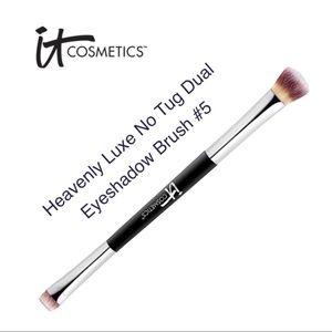 🖤 3/$30 - it cosmetics - dual-sided brush